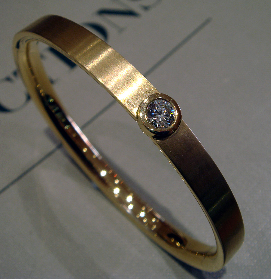 6.983 6 Yg 0.5ct Bangle Lhs