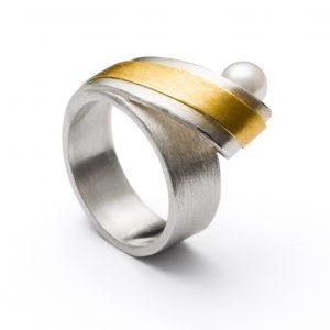 Manu Pearl Loop Ring