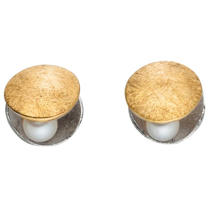 Manu Clamshell Stud Earrings