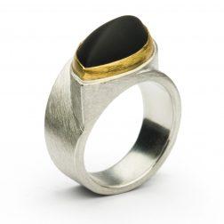 Manu Onyx Ring
