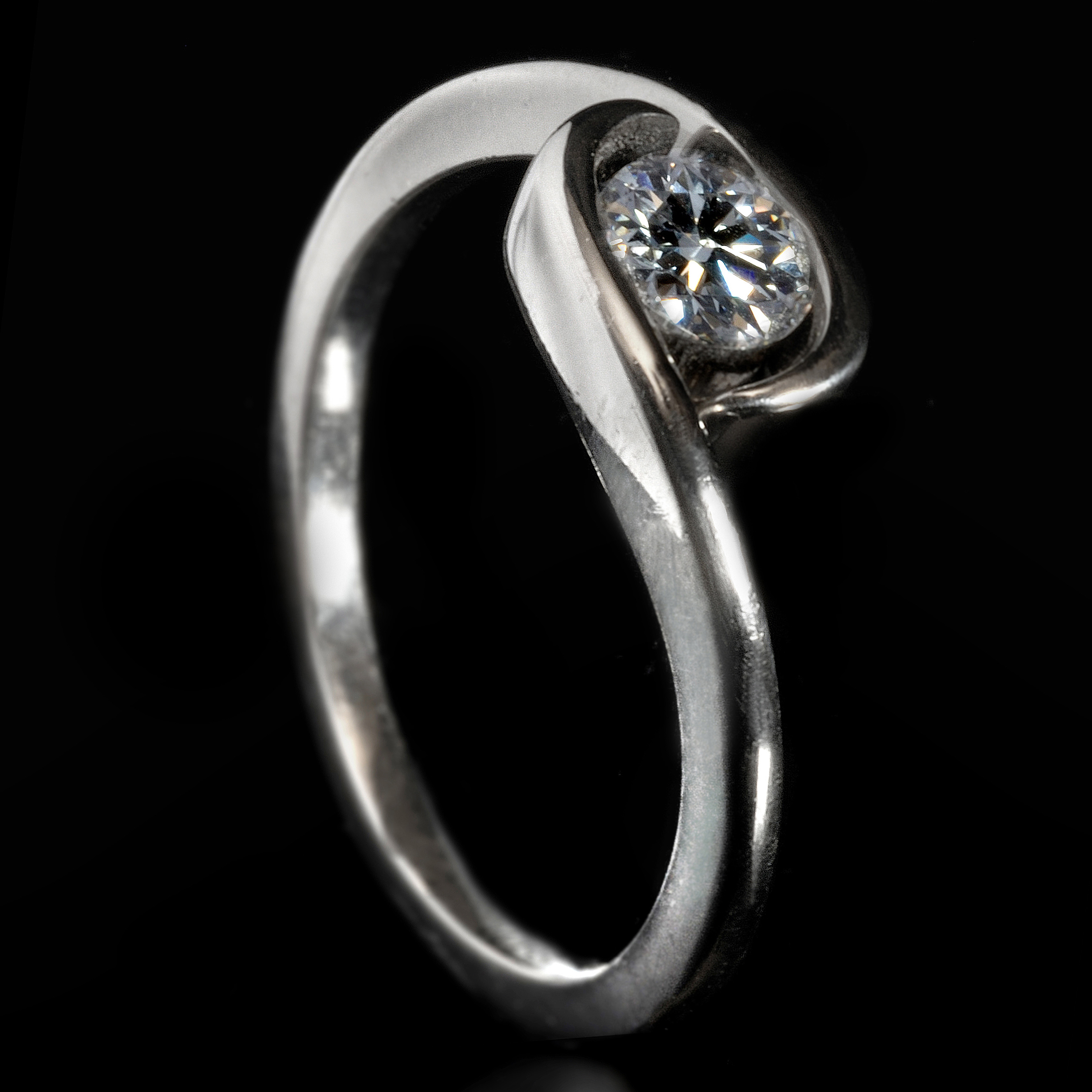 Furrer Jacot Platinum Swirl Diamond Ring